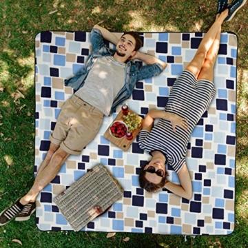 Relaxdays Picknickdecke XXL, 200 x 200 cm, wärmeisoliert, Faltbare Stranddecke, wasserdicht, mit Tragegriff, blau-beige - 2