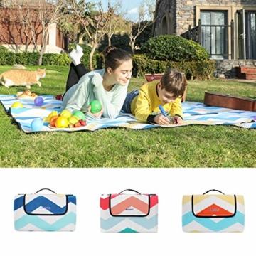 SONGMICS Picknickdecke, 200 x 200 cm, große Stranddecke, für Outdoor, Camping, Park, Garten, wasserfeste Unterseite, faltbar, blaue Wellen GCM70YU - 2