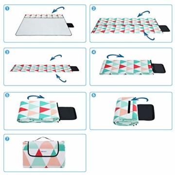 SONGMICS Picknickdecke, 200 x 200 cm, große Stranddecke, für Outdoor, Camping, Park, Garten, wasserfeste Unterseite, faltbar, rote Dreiecke GCM70RJ - 3