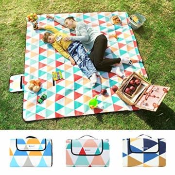 SONGMICS Picknickdecke, 200 x 200 cm, große Stranddecke, für Outdoor, Camping, Park, Garten, wasserfeste Unterseite, faltbar, rote Dreiecke GCM70RJ - 5