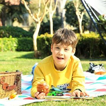 SONGMICS Picknickdecke, 200 x 200 cm, große Stranddecke, für Outdoor, Camping, Park, Garten, wasserfeste Unterseite, faltbar, rote Dreiecke GCM70RJ - 9