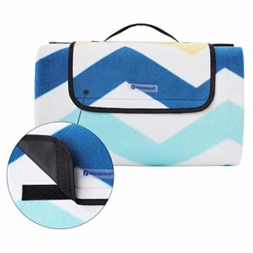 SONGMICS Picknickdecke, 200 x 200 cm, große Stranddecke, für Outdoor, Camping, Park, Garten, wasserfeste Unterseite, faltbar, blaue Wellen GCM70YU - 5