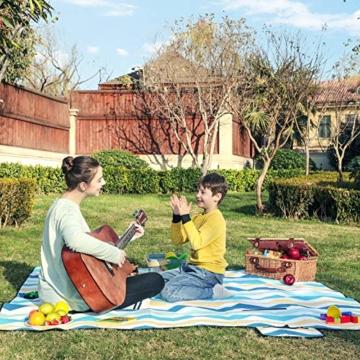 SONGMICS Picknickdecke, 200 x 200 cm, große Stranddecke, für Outdoor, Camping, Park, Garten, wasserfeste Unterseite, faltbar, blaue Wellen GCM70YU - 9