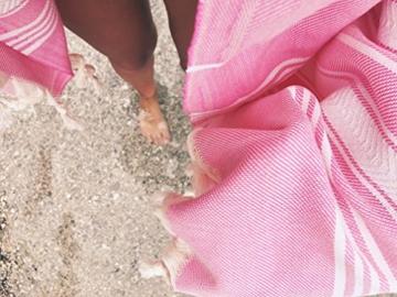 Captain&Mermaid® Premium Strandtuch aus 100% Baumwolle Oeko-TEX® | Badetuch | Handtuch | Yoga | Peshtemal | Sauna Tuch | Hamam Tuch | leicht, dünn & extra saugstark (Rosa) - 7