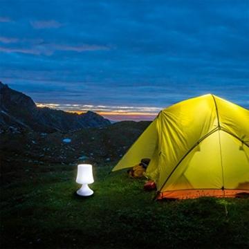 GOODS+GADGETS wasserdichte LED Tischlampe - Outdoor Lampe mit Fernbedienung und Farbwechel - kabellos mit Akku - 5