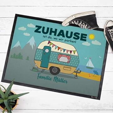 Herz & Heim® Personalisierte Fußmatte für Camper mit Campingwagen Motiv Größe: 50 x 70 cm - 2