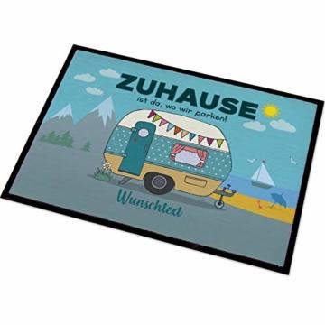 Herz & Heim® Personalisierte Fußmatte für Camper mit Campingwagen Motiv Größe: 50 x 70 cm - 1