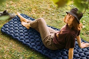 WANDERFALKE Camping Isomatte (XL-Breite) 190 x 66 x 6 cm - Luftmatratze Camping - ultraleichte Isomatte für Outdoor, Camping, Wandern, Reise (Nachtblau) - 2