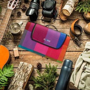 Relaxdays Picknickdecke XXL, 200 x 200 cm, Fleece Stranddecke, wärmeisoliert, wasserdicht, mit Tragegriff, bunt kariert, schwarz-rot - 7