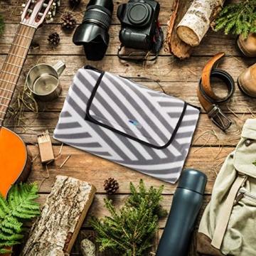 Relaxdays Picknickdecke XXL, 200 x 200 cm, wärmeisoliert, Faltbare Stranddecke, wasserdicht, mit Tragegriff, grau-weiß - 5