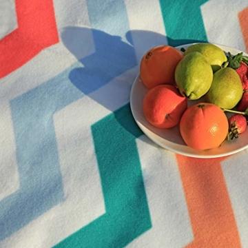 SONGMICS Picknickdecke, 200 x 200 cm, Stranddecke, für Outdoor, Camping, Park, Garten, wasserfeste Unterseite, faltbar, rote Wellen GCM70KW - 5