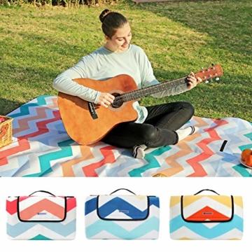 SONGMICS Picknickdecke, 200 x 200 cm, Stranddecke, für Outdoor, Camping, Park, Garten, wasserfeste Unterseite, faltbar, rote Wellen GCM70KW - 7