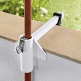 TRI Sonnenschirm-Butler, Balkonschirmhalterung für die Befestigung an Breiten Balkongeländern, weiß lackierter Stahl, für Gartenschirme bis Ø 38 mm | Sonnenschirmhalter - 1