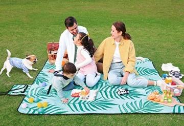 SONGMICS Picknickdecke, 200 x 200 cm große Stranddecke, Campingdecke, wasserdichte Unterseite, maschinenwaschbar, faltbar, für Garten, Park, Strand, Camping, blau mit tropischem Farn GCM087Q01 - 4