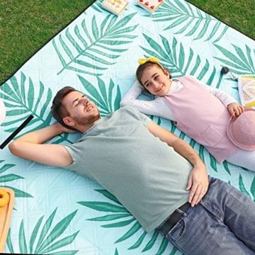 SONGMICS Picknickdecke, 200 x 200 cm große Stranddecke, Campingdecke, wasserdichte Unterseite, maschinenwaschbar, faltbar, für Garten, Park, Strand, Camping, blau mit tropischem Farn GCM087Q01 - 8