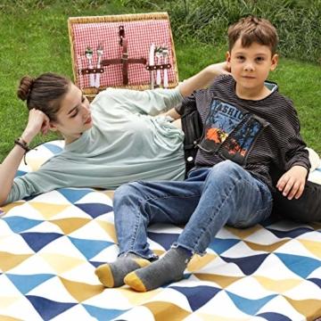 SONGMICS Picknickdecke, 200 x 200 cm, Stranddecke, für Outdoor, Camping, Park, Garten, wasserfeste Unterseite, faltbar, gelbe und Blaue Dreiecke GCM76S - 2