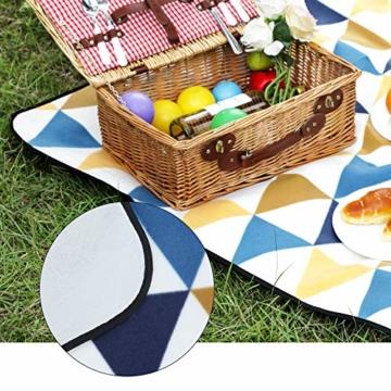 SONGMICS Picknickdecke, 200 x 200 cm, Stranddecke, für Outdoor, Camping, Park, Garten, wasserfeste Unterseite, faltbar, gelbe und Blaue Dreiecke GCM76S - 6